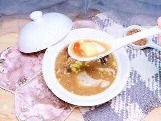 鸡蛋醪糟汤,切开鸡蛋,吃起来吧!