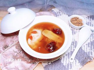 鸡蛋醪糟汤,倒入醪糟汤,一碗靓丽的鸡蛋醪糟汤的上桌了!