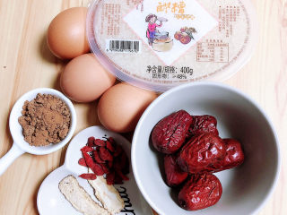 鸡蛋醪糟汤,准备好食材。醪糟、鸡蛋、红枣、枸杞子、当归、红糖。