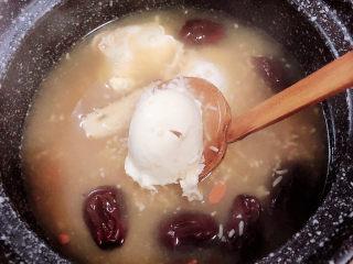 鸡蛋醪糟汤,鸡蛋醪糟汤就可以出锅了。
