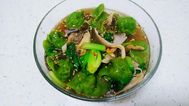 平菇、上海青、猪肉鸡苗菜饺子酸汤