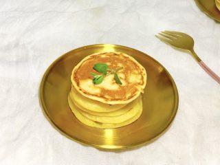 酸奶鸡蛋饼,淋点蜂蜜