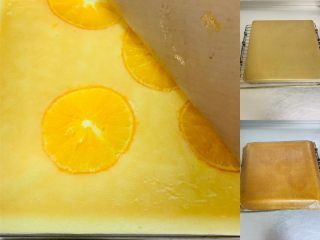 甜橙蛋糕卷,烤熟的蛋糕取出后倒扣,取下烤盘、取下油布,再将油布盖回蛋糕上防止风干老化。