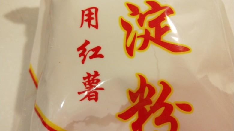 广州肠粉,准备好红薯淀粉。