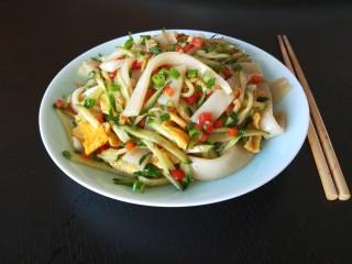 广州肠粉,装盘即可食用。