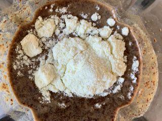 红枣红糖馒头,加奶粉搅拌均匀