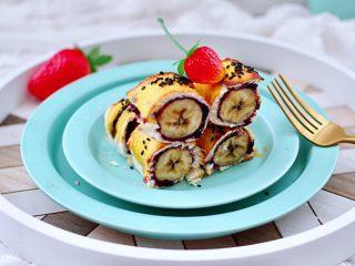 快手早餐-香蕉蓝莓吐司卷,成品一