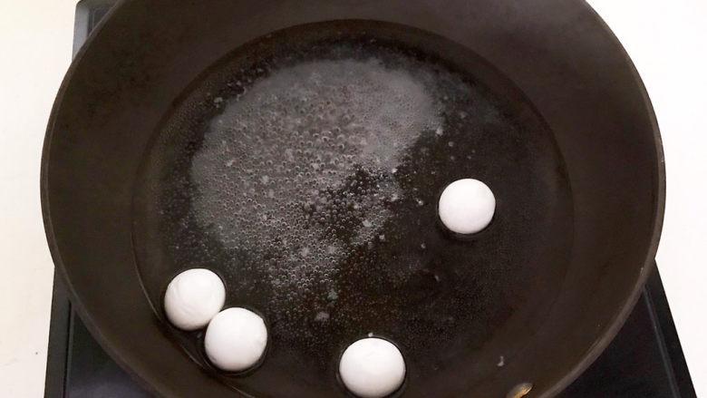 鸡蛋醪糟汤,烧开后加入黑芝麻汤圆