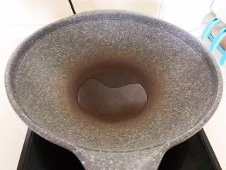 白萝卜羊肉汤,炒锅烧热后加入少许大豆色拉油