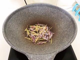 白萝卜羊肉汤,炒出香味