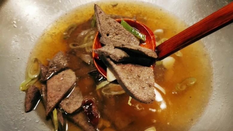 猪肝菠菜汤,放入焯过水的猪肝