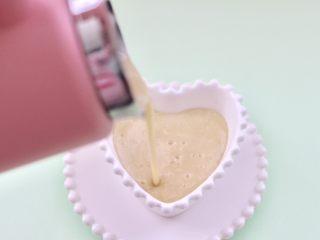 板栗小米糊,铛铛铛,香味浓郁又营养丰富的板栗小米糊做好了,米糊香甜味浓,直接喝免过滤,细腻看得见,倒入碗中就可以享用了。