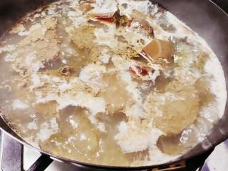 毛血旺,倒入锅中,煮熟(大概煮30分钟左右)