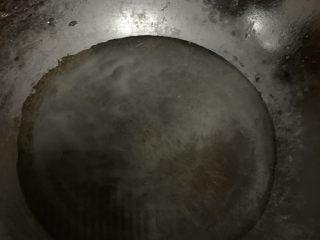 山楂球,锅里放水