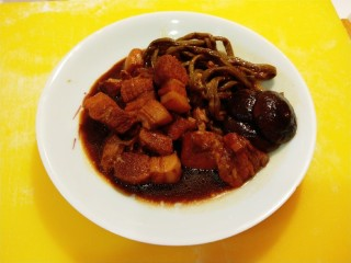 干豆角红烧肉,干豆角红烧肉。