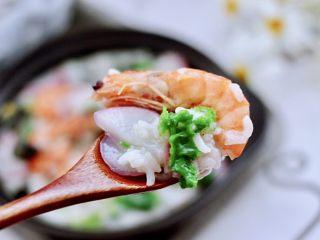海蝦皮蛋蘿卜粥,鮮香味濃郁的海蝦皮蛋蘿卜粥出鍋咯,喝上一碗超滿足,我家寶貝最喜歡,嘻嘻,一口氣喝了一大碗還要喝。