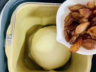 葡萄干吐司🍞,加入葡萄干,搅拌均匀即可。
