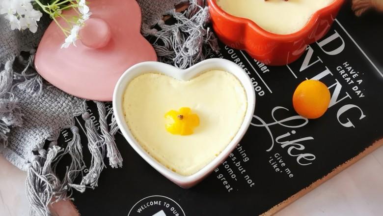 鸡蛋牛奶布丁,一人一碗  趁热吃吧