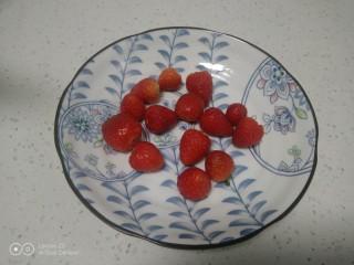 銀耳、山藥、紅棗、草莓羹,去蒂