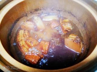 红烧肉炖冬瓜,转小火煮40分钟