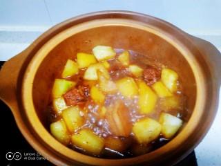 红烧肉炖冬瓜,加入盐
