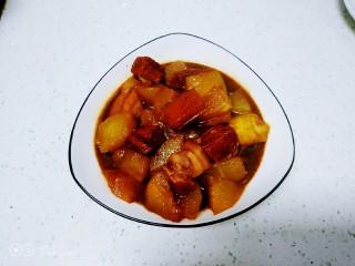 红烧肉炖冬瓜,盛入盘中