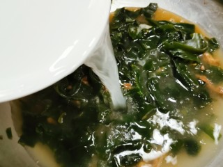韩国海带汤,倒入淘米水