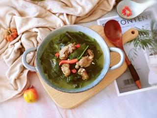 韩国海带汤,出锅 用红椒圈装饰一下  特别鲜美