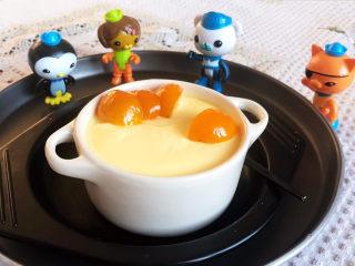 鸡蛋牛奶布丁,用冰糖金桔点缀一下就可以吃了~