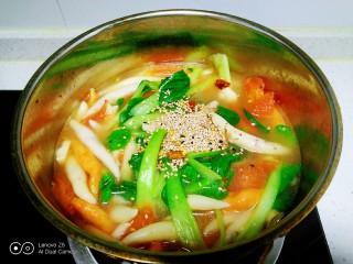 冬至美食+三种口味的面鱼汤,放入芝麻