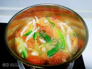 冬至美食+三种口味的面鱼汤,搅拌均匀