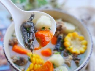 冬至美食 营养滋补的山药炖鸡汤,营养满满。