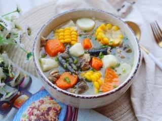 冬至美食 营养滋补的山药炖鸡汤,成品。