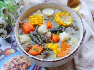 冬至美食 营养滋补的山药炖鸡汤,连喝三碗都不够。