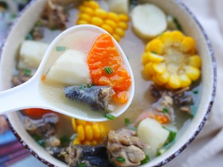 冬至美食 营养滋补的山药炖鸡汤,秋冬多喝汤。