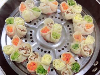 冬至美食 喜庆四喜蒸饺,热腾腾的蒸饺就做好了。