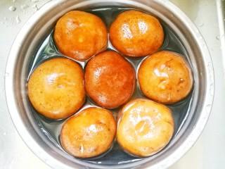 冬至美食 香菇肉酱,香菇盐水浸泡洗净。