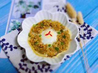 冬至美食+胡萝卜肉末蒸蛋,撒葱花