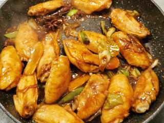 冬至美食  雪梨鸡翅,翻拌上色