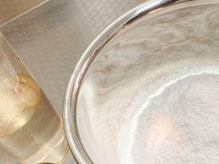 冬至美食 彩色小汤圆,热水、糯米粉。