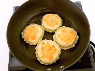鸡蛋韭菜盒子,鸡蛋韭菜盒子熟了~