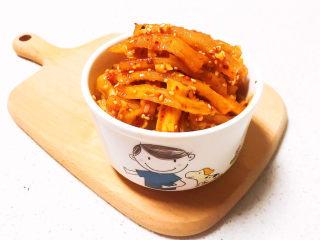 酸辣萝卜条,酸辣萝卜条是一道开胃小菜,酸辣适宜,口感超棒,非常完美的粥伴侣~