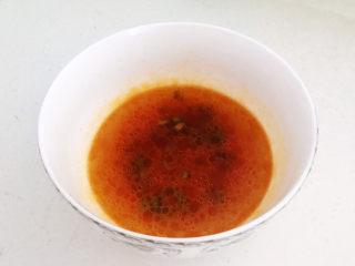 三鲜馄饨,加入开水调匀,碗汁调好了