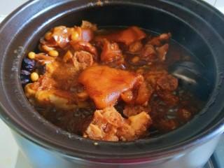 黄豆炖猪脚,打开锅盖肉烂骨酥。