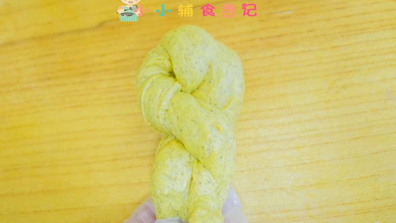 不放一滴水的南瓜小面包,把接口塞到对折的下面去
