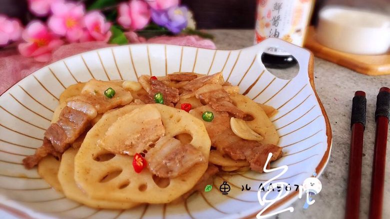 莲藕炒肉片,装盘食用