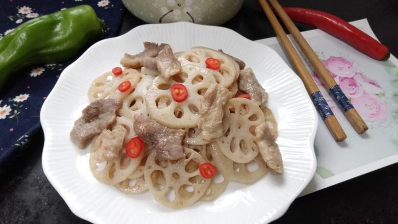 莲藕炒肉片,拍上成品图,一道美味又营养的莲藕炒肉片就完成了。