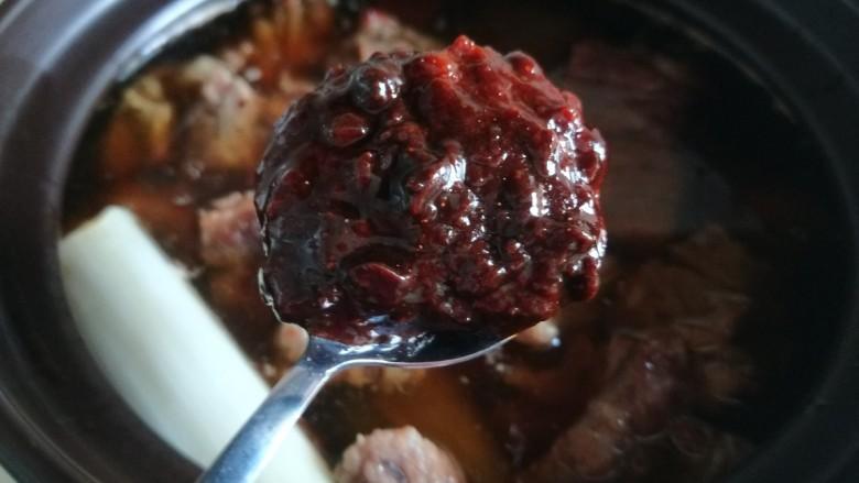 五香酱牛肉,加入一勺辣黄豆酱。