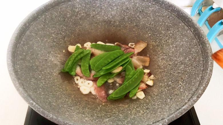 莲藕炒肉片,加入荷兰豆