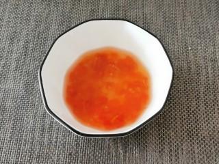 酸辣萝卜条,放入2汤匙纯净水